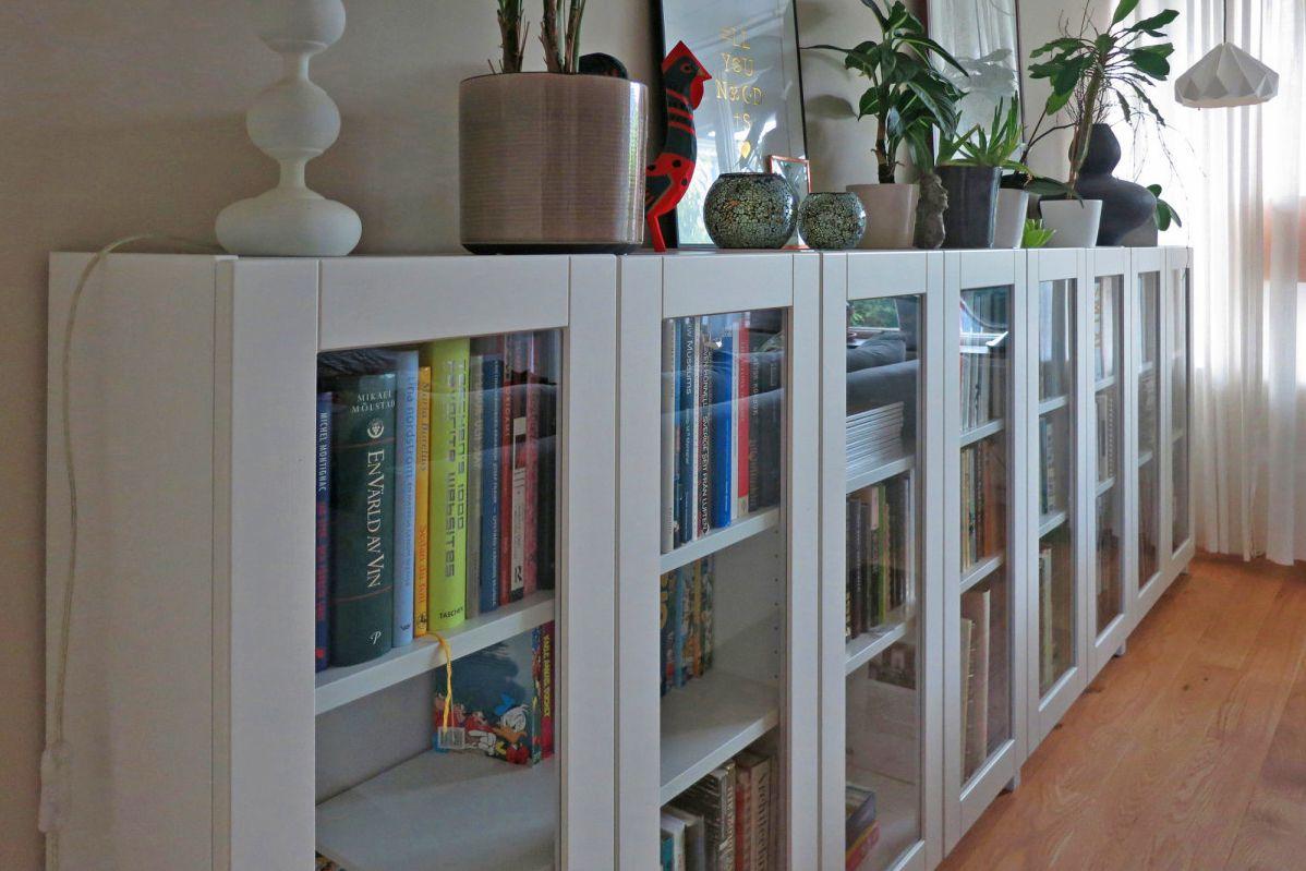 Closed shelving furniture