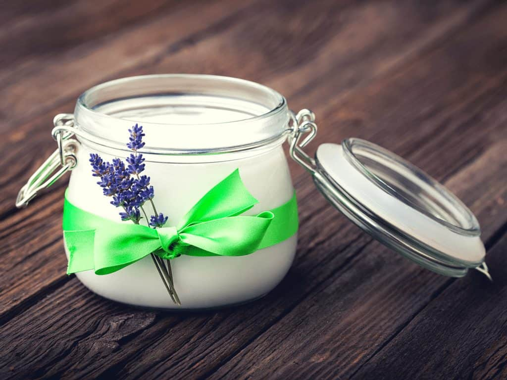 Face mask with coconut oil and lavender