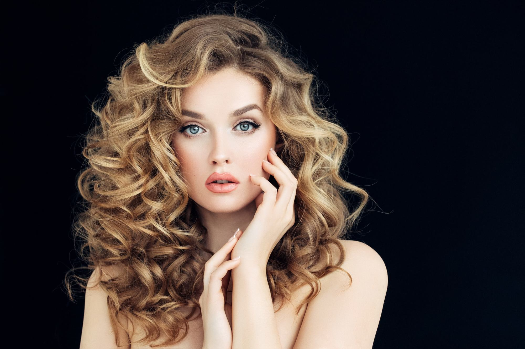 Young woman with well-made lighter hair highlights