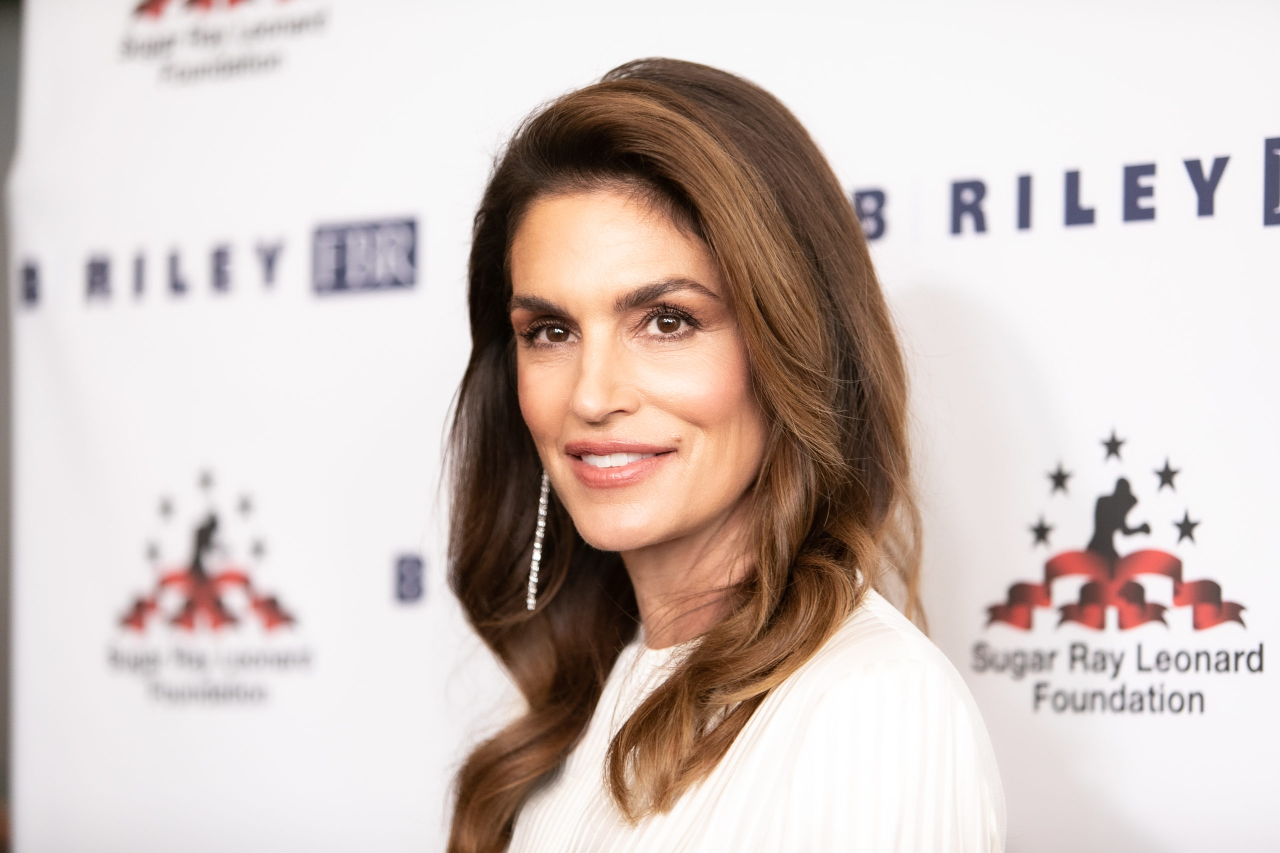 Cindy Crawford Proves That a Luxe Patio Can Be a Great Outdoor Bed